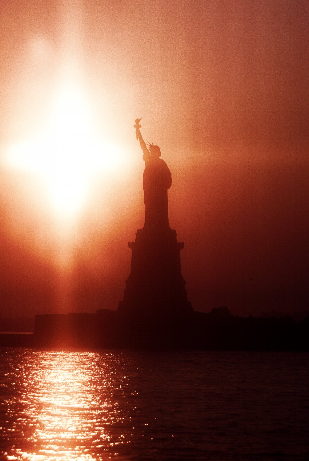 - Statue of Liberty - Custom-made 200mm diffusion lens - 1962 - - art  - photography - by Tony Karp